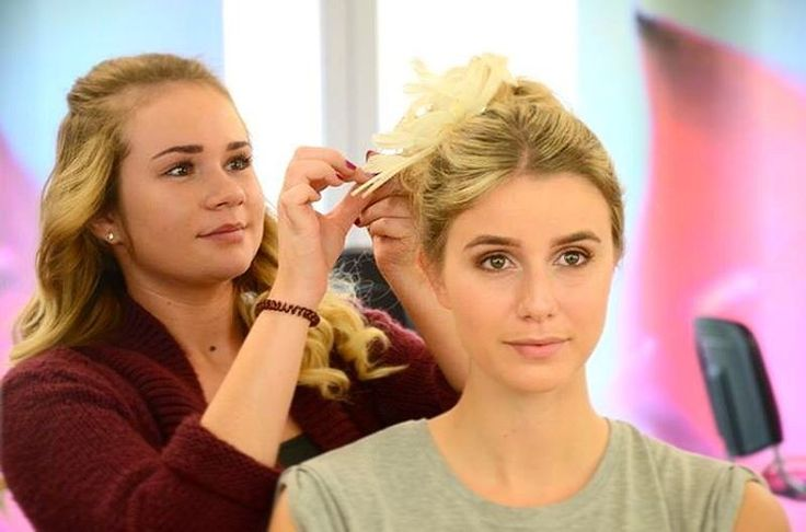 Brautmakeup Prüfung, Schülerin @maike_hendricks schminkt&stylt Model @franziska2891 �� #brautmakeup  #weddingmakeup  #bridalmakeup  #bridemakeup #makeuplesson #makeupartist #likeforlike #makeupteacher #makeupcoach #makeuptrainer #makeuptraining #makeuplover #tagsforlikes #beautymakeups  #instashot #like4like #instamakeup #instalike #makeupoftheday #makeupjunkie #maccosmetics #thebodyshopmakeup #instagood #schülerinnen #schule #hairstyling #makeupschule #shooting #photographer…