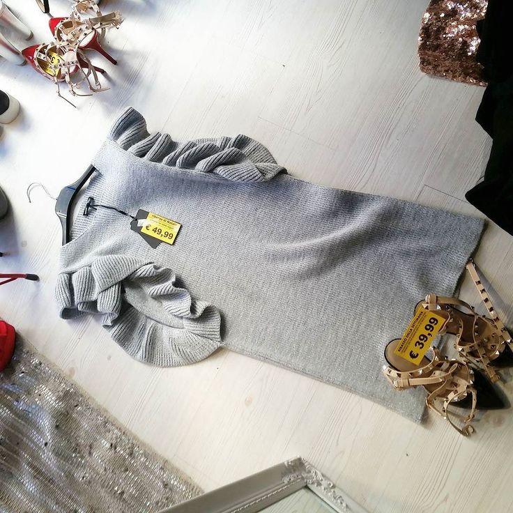 Maglia-abito e scarpe alla #Valentino#solodaspazioliberolowcostdowntown#velocechefiniscetutto#glitter#spaziolibero