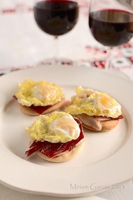 Minihuevo+jamón ibérico+pan candeal+aove