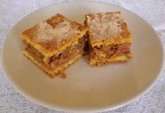 Almás pite levendulával, dióval … - A tésztához: 50 dkg finomliszt, 15 dkg vaj, 2 db tojássárgája, 15 dkg nádcukor, 1 csipet só, 3 ek tejföl v. joghurt, 1 cs. sütőpor, 1 citrom reszelt héja, 1 db tojásfehérje (a kenéshez). A töltelékhez: 1.5 kg piros alma, 5 ek nádcukor, 2 tk vanília, 2 tk fahéj, 2 tk kandírozott narancshéj, 1 ek levendula, 1 citrom leve, 1 narancs leve, 15 dkg durvára darált dió, 3 ek zsemlemorzsa. ...