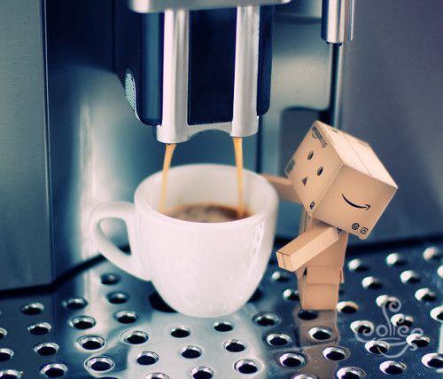 coffee and Amazon box robot                                                                                                                                                                                 Mais