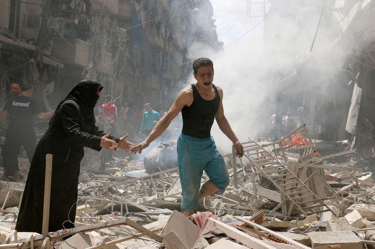 Syrie: Alep la pire journée depuis 5 ans La ville septentrionale d'Alep a connu jeudi sa journée la plus meurtrière en une semaine avec 53 civils tués dans des combats alors que le régime syrien se prépare à lancer une offensive pour reconquérir la province du même nom. Jeudi au moins 53 civils sont morts à Alep. Trente-et-un d'entre eux dont trois enfants ont été tués par des frappes aériennes du régime contre les quartiers rebelles. 22 personnes dont deux enfants ont péri dans des…