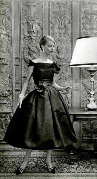 Italian Socialite Felicidade de Sousa Campos is wearing a Creation of Christian Dior in 1957