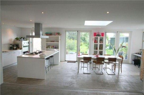 Eiland????   Gave keuken, beton op de vloer, lichtkoepel, kookeiland. Stoer! Door MoniqueBogaard