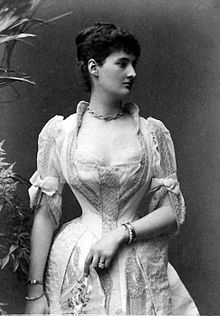 I just love seeing a nicely corseted lady. In my opinion there isn't much that is more breathtaking.