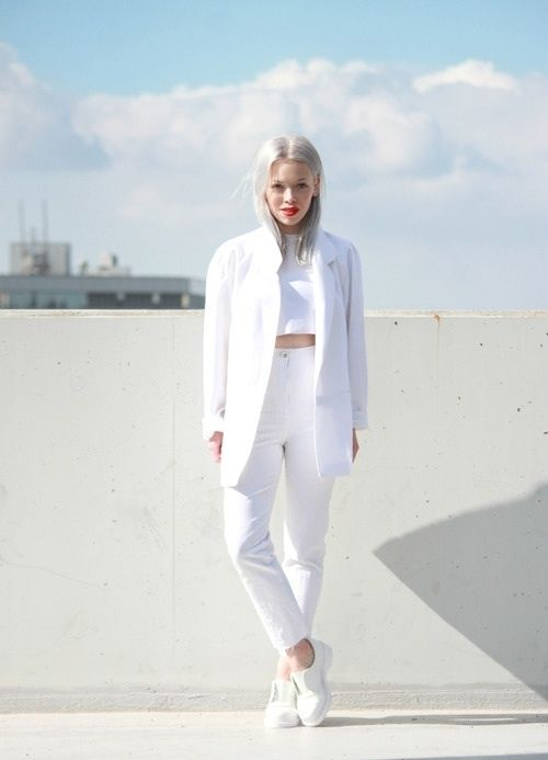25 Winter White Outfits to Try - white high-waisted jeans worn with a crop top + blazer and sneakers