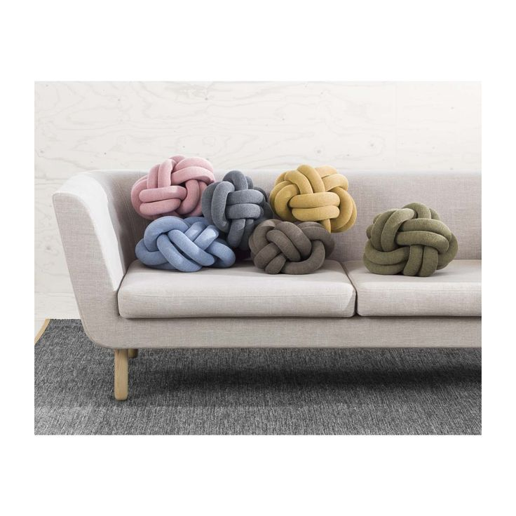 Thanks to its strong design, the Knot cushion belongs to the exclusive group of products that remain in one's memory. Knot is made from a knitted tube, several meters in length, which is then tied up to create a compact knot which is as comfortable as a support in the sofa as it is elegant to behold. A cushion with a peculiar charisma, based on sculptural form instead of patterns.