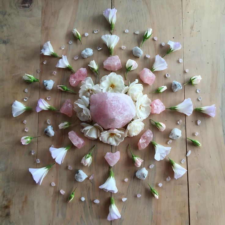 Rose quartz healing mandala via Meraki Dreams