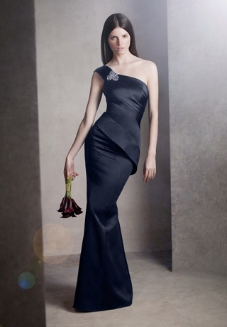 I modeled this in a bridal show this weekend, in moss green without that stupid broach and now I want it.  It was the PERFECT evening gown/gala dress for me.  Color, design everything.  Vera Wang