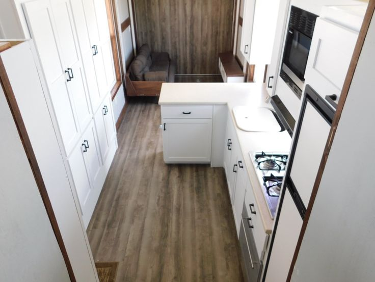 This is a 35′ tiny house toy hauler RV by Tiny Idahomes that's for sale. It's off-grid ready and built on a gooseneck trailer. Please enjoy, learn more, and re-share below. Thanks…