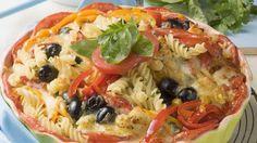 Mediterraner Genuss aus dem Ofen: Nudelgratin mit Oliven und Kräutern   http://eatsmarter.de/rezepte/nudelgratin-mit-oliven-und-kraeutern