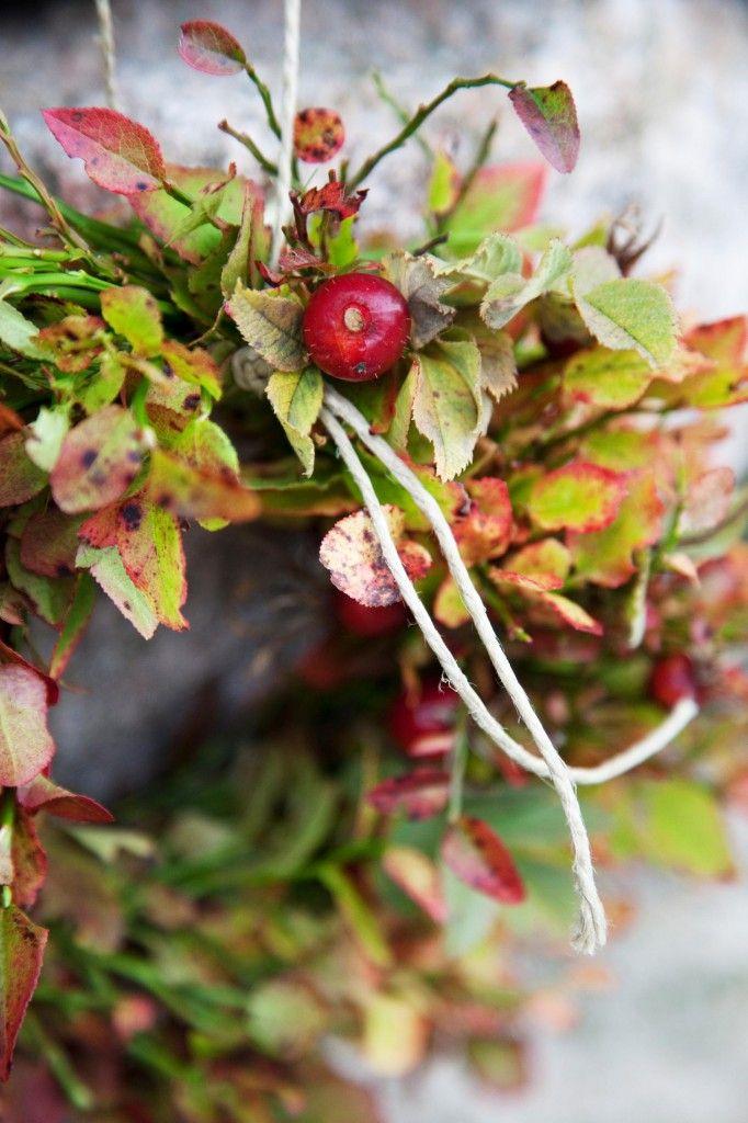 Lag en fargesprakende krans av blåbærlyng