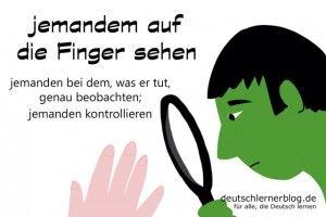 auf die Finger sehen - Redewendungen Bilder