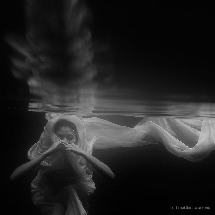 Best Floating In Water Images On Pinterest Photography - Amazing black white underwater photography
