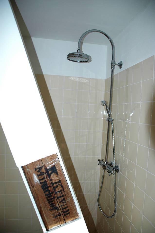 koupelna nejvetsiho apartmanu se sprchou walk-in  v nice , brzy budou hotove zasteny.