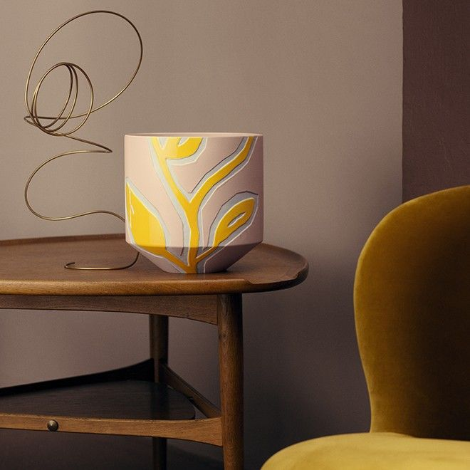 Fiora by Kähler is the range created in collaboration with the Danish designer Stine Goya. Goya is known for her beautiful patterns and exciting colour combinations, which is also conveyed in the Fiora range.