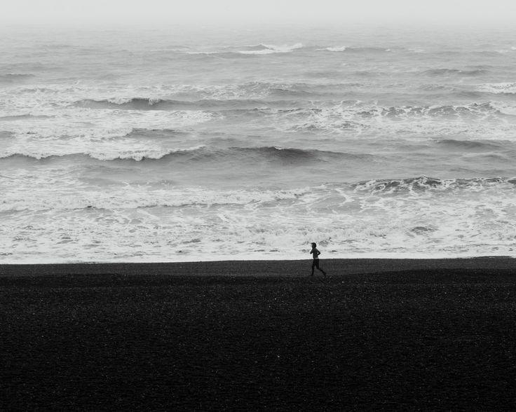 https://flic.kr/p/QVq11m | Running at the beach shore