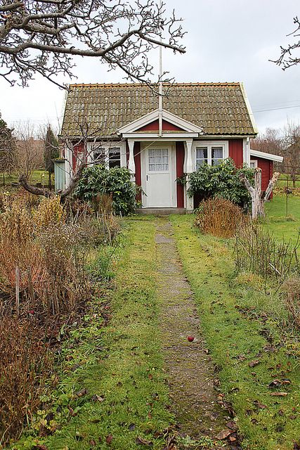 Such a sweet little Swedish cottage- half expect a kitty to come greet you!