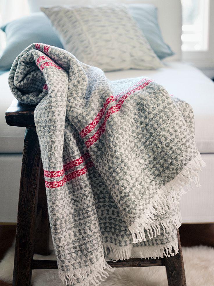 Lapuan Kankurit Aino-hapsuhuopa on ihanan kevyt, pehmeä, laskeutuva ja uskomattoman lämmin.