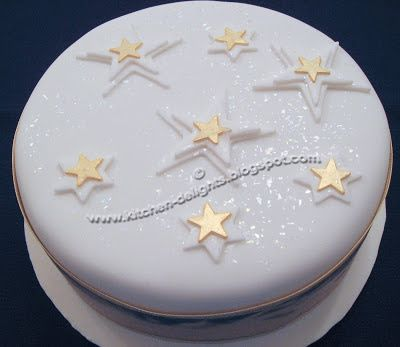 Kitchen Delights: ICED CHRISTMAS CAKE
