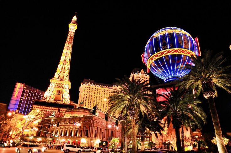 眠らない街ラスベガスは夜もネオンが光を放つ。ラスベガス 旅行・観光の見所。