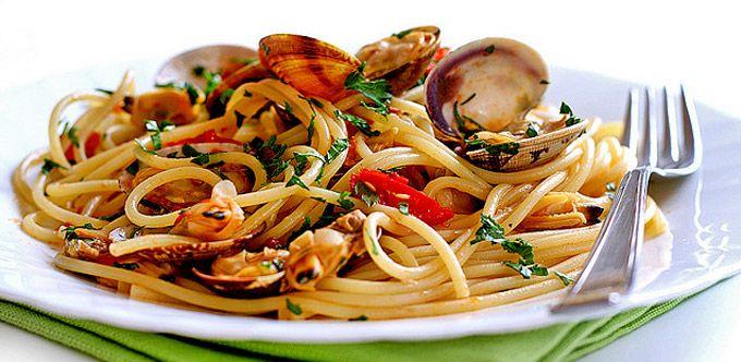 Spaghetti alle vongole. Vera pasta napoletana!