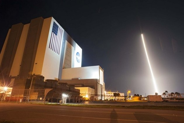 The United Launch Alliance Atlas V 401 rocket carrying NASA's Tracking and Data Relay Satellite-K, TDRS-K, streaks past the Vehicle Assembly Building and Launch Complex 39 at Kennedy Space Center in Florida after launching from Space Launch Com