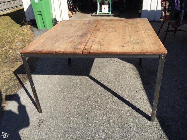 Vackert gammalt bord. Bordsskivan har tillhört ett gammalt slagbord, benen i stål. Väldigt vackert! Pris: 2000:-  Gammal skolbänk, ommålad. Pris: 300:-  Vacker äldre stol, pris: 500:-  Retro kryddhylla/köksförvaring, omålad, både plast och glaslådor....