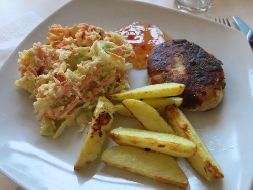 Middagstips: Grove fiskekaker med coleslaw og hvitløksbakte potetbåter. (Rusa på livet!!!)