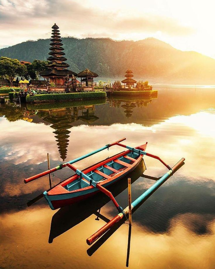 Ulun Danu Bratan #temple at its best! Located 1.239 meters above the sea level, makes this temple become more special and unique, also listed as the second biggest temple in Bali after Besakih temple. Interested to know more? Let's #explorebali Image by @jacob  #thecamakila #legian #bali  www.camakilabali.com
