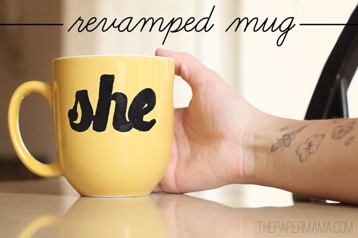 Använd en gratis utskrivbara mönster makeover en favorit kaffemuggar, via HP Skapa blogg.