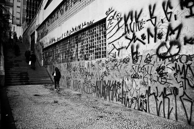 Livros & Trechos: Pichação, uma poluição visual, que decepção e não é Arte ! Arte é Grafite, dos Meninos Grafiteiros !