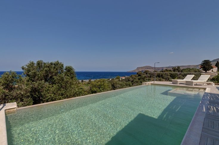Holiday villa rental in Chania. Holiday villa with pool near Kissamos. The holiday villa combines luxury with natural materials,...