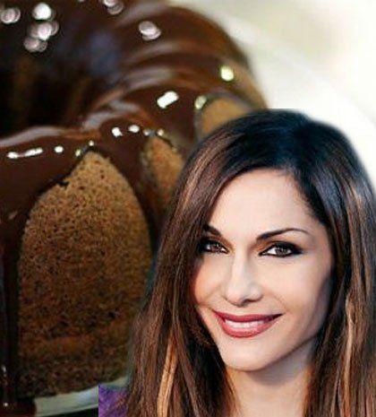 Η αγαπημένη συνταγή της Δέσποινας Βανδή: Πεντανόστιμο σοκολατένιο κέικ που λιώνει στο στόμα | Queen.gr