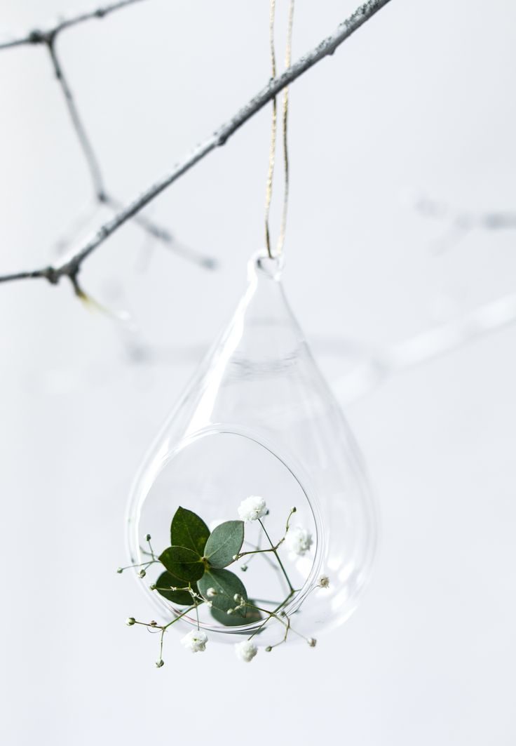 If you want something more sophisticated, choose glass decorations or ornaments. Perfect for greenary weddings, barn and outdoor parties. Find more inspirations with our products on Facebook and Instagram!