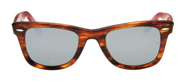 Confeccionado em acetato caso de tartaruga com hastes cinza e interior vermelho, o RB2140 Wayfarer 50 1178/30 apresenta hastes que sustentam a logo da marca. Suas lentes espelhadas em cinza protegem a sua visão com todo estilo que o modelo wayfarer traz pra você.