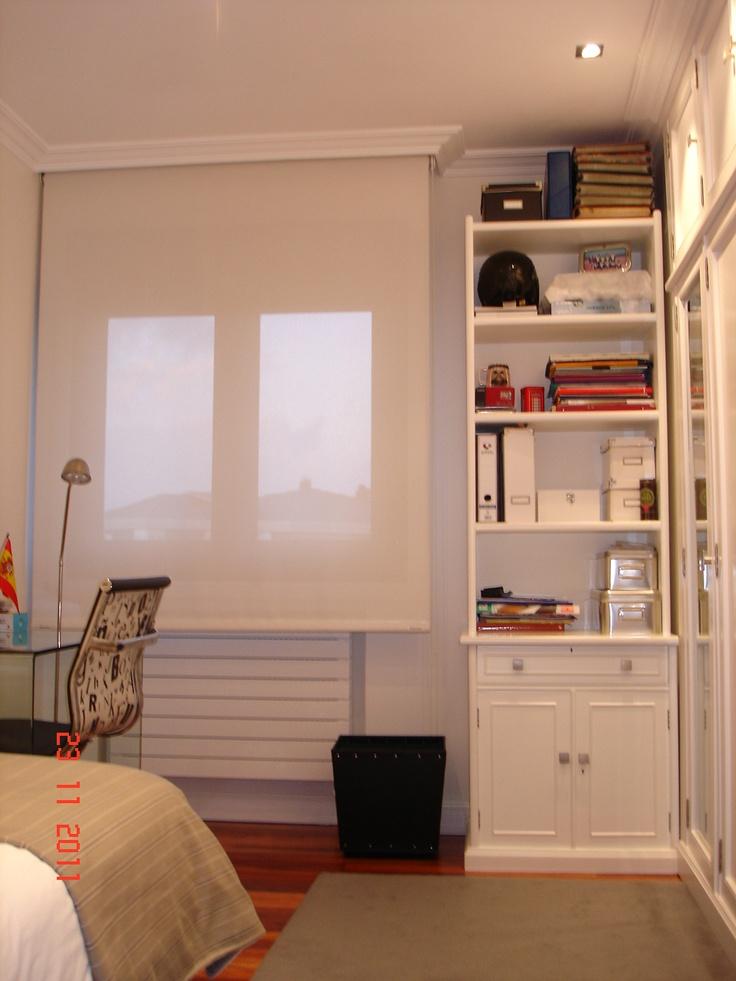 Otro detalle de habiatacion juvenil..Se lacaron todos los armarios y muebles para tener una sensacion menos clàsica...Todos los estores de la casa son SCREEN de BANDALUX