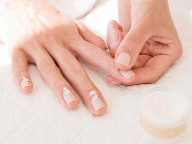 Ухаживаем за кутикулой в домашних условиях правильно. Для женщины очень важна красота рук, ведь это неотъемлемая часть ее образа, олицетворяющая изящество и хрупкость. Ухоженные кисти, а именно кожа и ногти соо