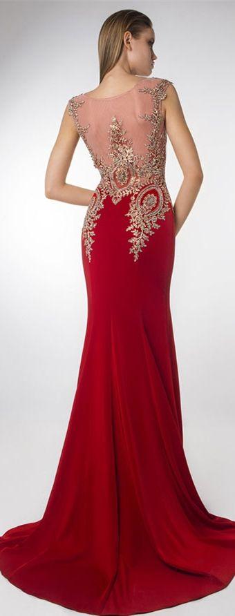 136,01 € Robe rouge habillée pour gala soirée col rond illusion ornée de sequins d'or à traîne