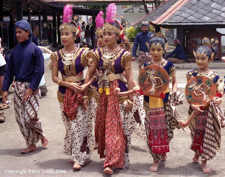 Dancers at the Kraton, Yogyakarta