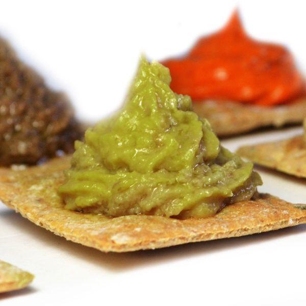 La Crema di Cardi è composta da una base di cardi selvatici sardi, con l'aggiunta di aromi naturali. Ideale da gustare sul Pane Carasau.