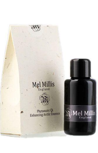 Le sérum Phytonutri Qi Arctic Essence Mel Millis lisse, repulpe et illumine le teint grâce à sa combinaison parfaitement équilibrée d'acides aminés, anti-oxydants, bêta-carotène et acides gras essentiels. Formulé à base des plus purs et exceptionnels extraits de plantes, dont la canneberge et le cassis de l'arctique, cette essence huileuse permet à la peau de retrouver éclat et jeunesse. #melmillis #serumbio