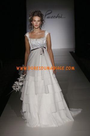 St. Pucchi belle robe de mariée longue ornée de ceinture mousseline