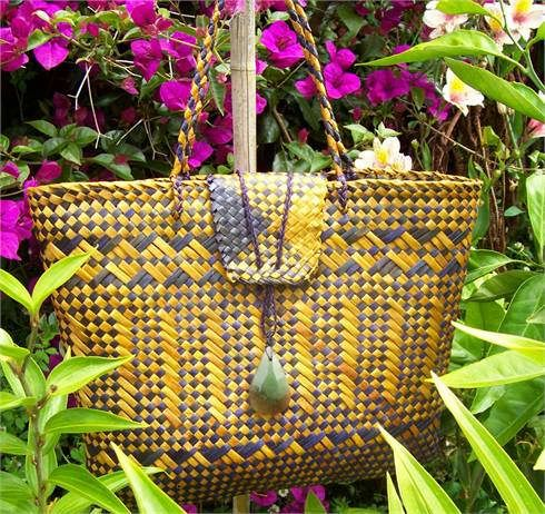 Kete bag of New Zealand flax by Billy