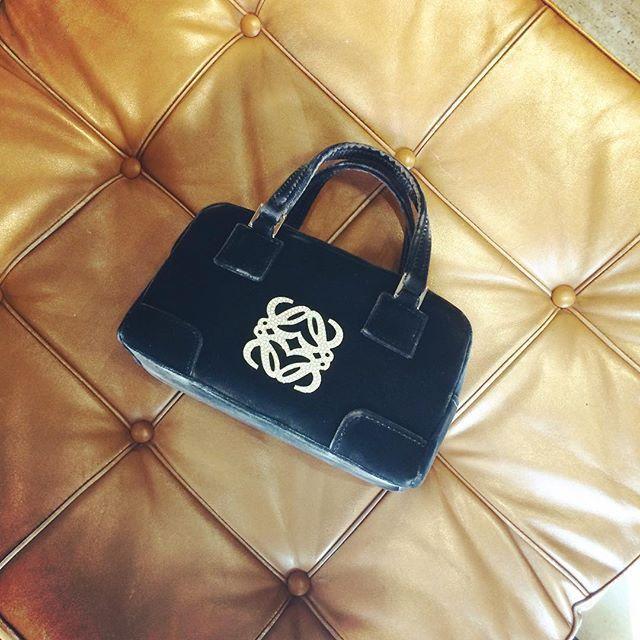 Amazona Mini!!!! 😍 soooo cute!!! Velvet and gem embellishment!! 👑👑@cblbags #bagswithstories #bagholic #bagstore #bagsaddict #amazona #loewe #loewebag #loewemini #minibag #barcelonastore #barcelonashopping #paseodegracia