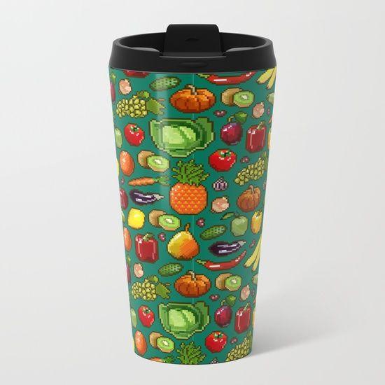 Набор пикселей изображения овощей и фруктов на зеленом фоне. Металлическая Кружка