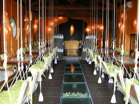 Altalene nelristorante del agriturismo Illeroif progettato dal francese Luc Berneron