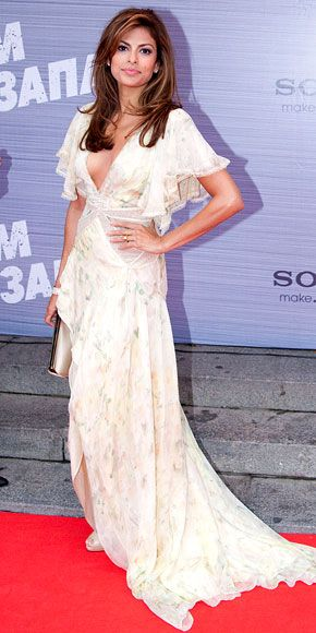 Who made Eva Mendes' floral gown and jewelry that she wore to the Moscow premiere of The Other Guys?