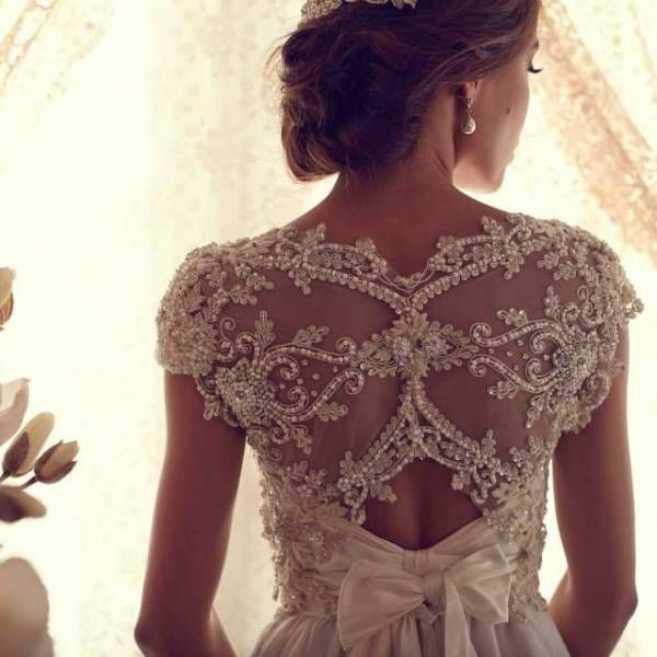 Victor Harper - Top 7 Most Beautiful Wedding Dresses These are definitely pretty!