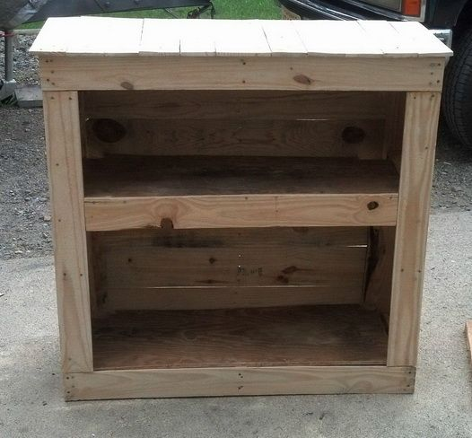 How to build a shelving cabinet from a wooden pallet diy for Making cabinets out of pallets